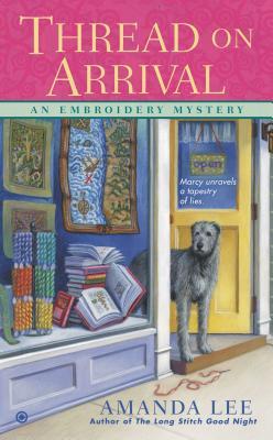 Thread on Arrival: An Embroidery Mystery, Amanda Lee